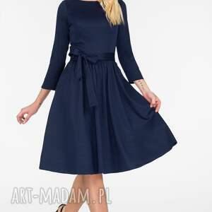sukienki sukienka model marie 3/4 fason charakteryzuje
