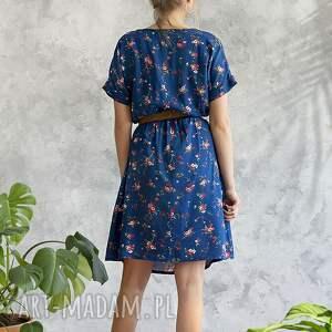 wiskoza sukienki sukienka niebieska w kwiatki