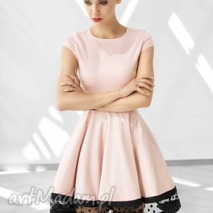 modne sukienki rozkloszowana sukienka z ozdobnym