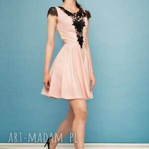 unikatowe sukienki wesele sukienka rozkloszowana z czarną