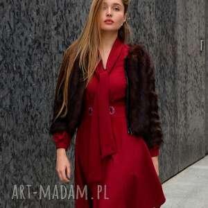 modne sukienki czerwona-sukienka sukienka stella rubin z haftem rooz