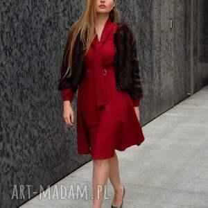 sukienka-z-wiązaniem sukienki sukienka stella rubinowa z haftem