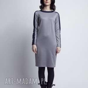 sukienki wstawki prosta w kroju, intrygująca w formie - sukienka