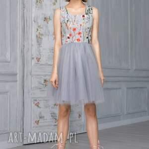 ręcznie zrobione sukienki tiulowa sukienka z haftowaną