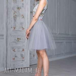 sukienki haftowana sukienka tiulowa z haftowaną