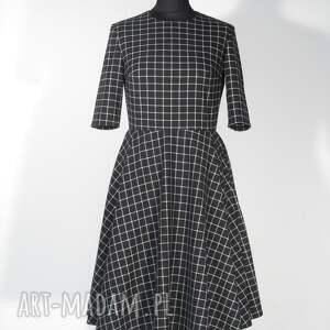 koło sukienki sukienka w kratkę midi