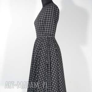 czarne sukienki sukienka o kobiecym fasonie, odcinana w talii