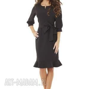 niebanalne sukienki elegancka sukienka z dziubkiem i falbaną