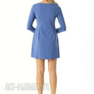 intrygujące sukienki elegancka sukienka z falbanką przy dekolcie