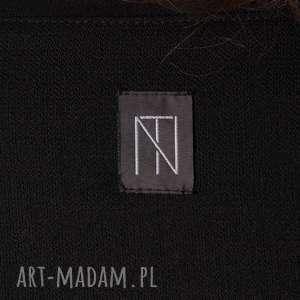 mała czarna sukienki sukienka wykonana z dobrej jakości tkaniny