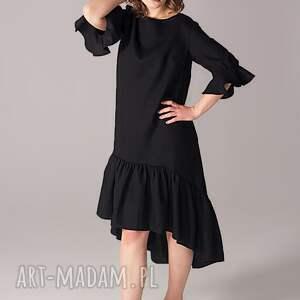 sukienki małaczarna sukienka z marszczoną falbaną