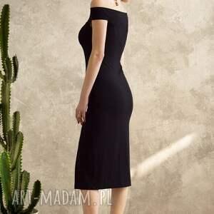sukienki sukienka z odkrytymi ramionami