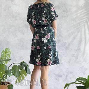 wiskoza sukienki sukienka zielona w różowe