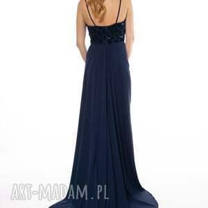 niebanalne sukienki tren suknia z kolekcji premium uszyta z granatowej