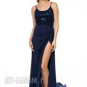 sukienki tren suknia malasia