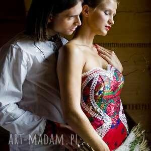 czerwone suknia ślubna inspirowana