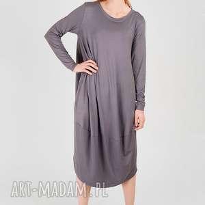 prosta szara sukienka oversize z dzianiny