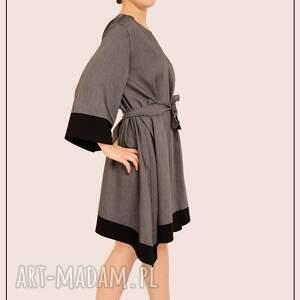 wiązanie sukienki szaro czarna sukienka