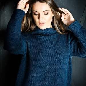 swetry z golfem ciepły, granatowy sweter