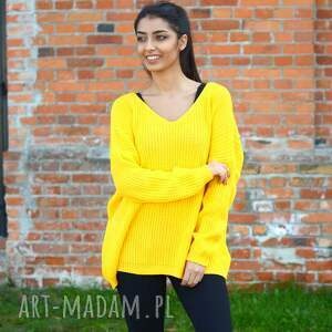 Ekoszale swetry: damski sweter oversize jesienny kanarkowy żółty. Kobiecy z dekoltem w serek