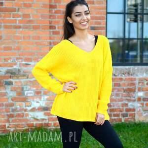 swetry: damski sweter oversize jesienny kanarkowy żółty. Kobiecy z dekoltem w serek