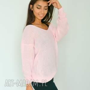 gustowne swetry dzianina różowy sweter z dekoltem