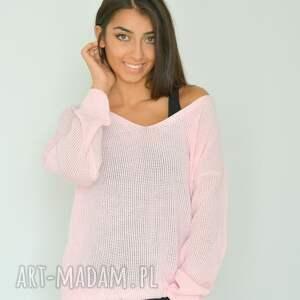 gustowne swetry włóczka różowy sweter z dekoltem oversize
