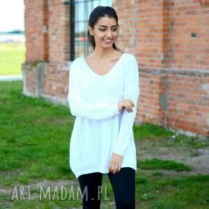 swetry szeroki śliczny biały sweterek oversize