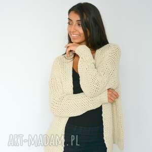 intrygujące swetry włóczka sweter beżowy kardigan narzutka