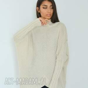 swetry eko opis; damski szeroki sweter z długim rękawem