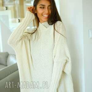 Ekoszale swetry: Sweter damski szeroki z golfem nietoperz ecru