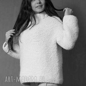 swetry masywny sweter w ciepłym beżu