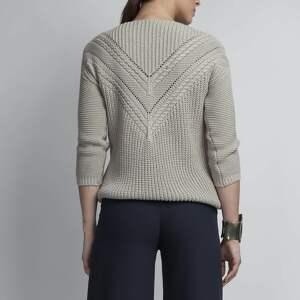 ręcznie zrobione swetry dzianinowy sweterek z ażurową wstawką, swe041