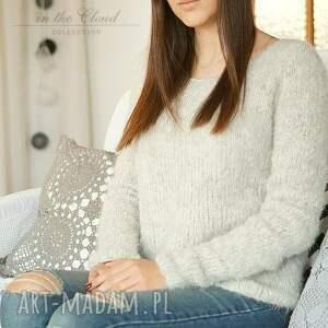 gustowne swetry dziergany z różową gwiazdą