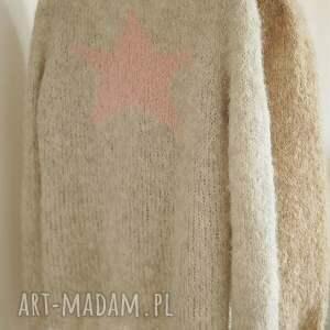 gustowne swetry gwiazda z różową gwiazdą