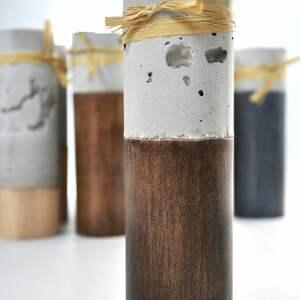 świeczniki: Komplet 4 świeczników - cement podparty drewnem adwent