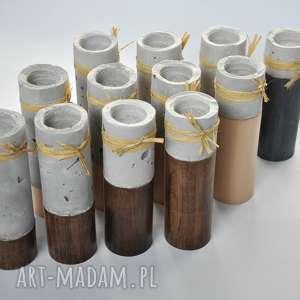 świeczniki: Komplet 4 świeczników - cement podparty drewnem