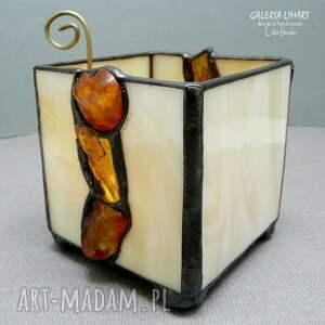 Galeria Limart prezent. Bursztynowy świecznik lampion hand made oświetlony busztyn tworzy