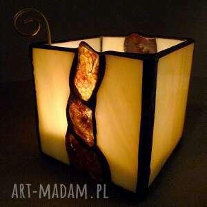 Galeria Limart prezent. Bursztynowy świecznik lampion hand made oświetlony busztyn tworzy natrojowy