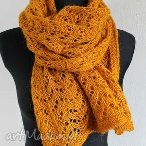 pomarańczowe szaliki szal ażurowy musztardowy na drutach