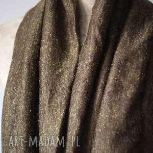 brązowe szaliki szal otul szyje gdy wiatr wyje