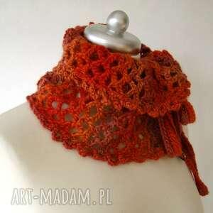 czerwone szaliki otulacz ażurowy w czerwieniach