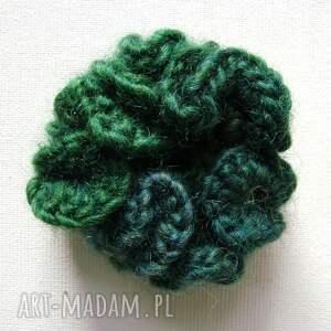 szaliki szaliczek otulacz w zieleniach z broszką
