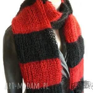 czerwone szaliki szalik pasiasty