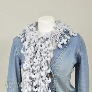 szaliki szary pom-pon scarf -