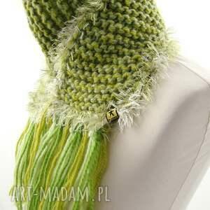modne szaliki szaliczek szalik zielony z frędzlami