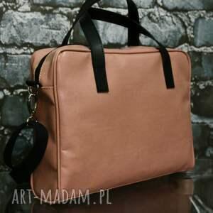 modne teczki teczka przepiękna różowa torba na laptopa