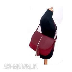 listonoszka torebki bordowa z klapą i frędzlami