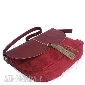 torebki listonoszka bordowa z klapą i frędzlami