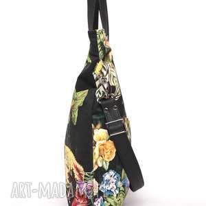 modne torebki kolorowa czarna torba w kwiaty z kieszeniami